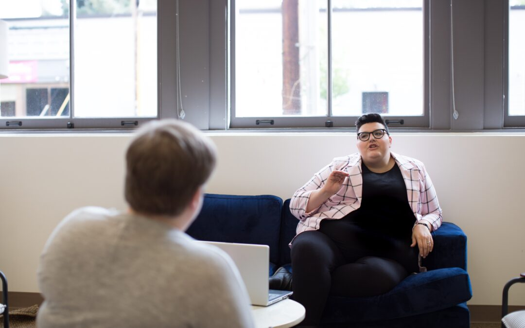 Estrategias de los empleados para comunicarse con sus superiores